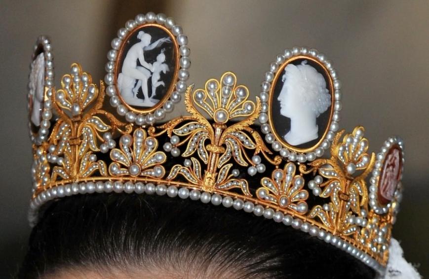 Диадема из королевской коллекции, украшающая прическу принцессы Виктории в день ее свадьбы